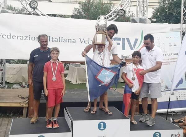 Niccolò Sparagna ai Campionati giovanili di vela in singolo