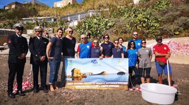 Finalmente libera: la tartaruga di Ventotene torna in mare dopo 6 mesi di cure