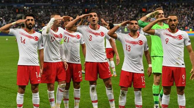 nazionale turca saluto militare