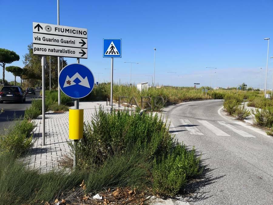 Parco Leonardo, degrado e incuria: parcheggi trasformati in discariche abusive