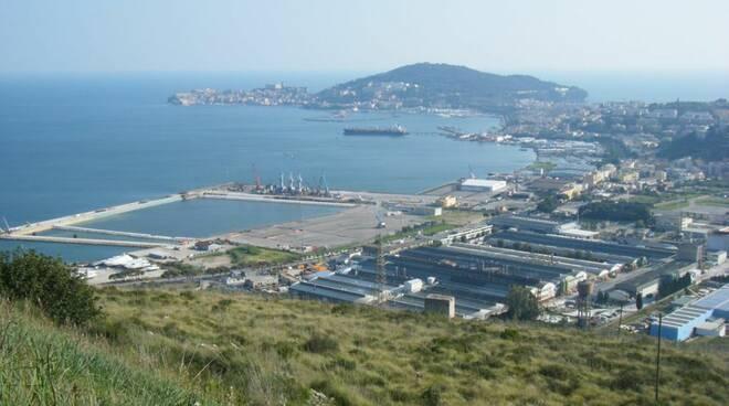 Porto commerciale di Gaeta