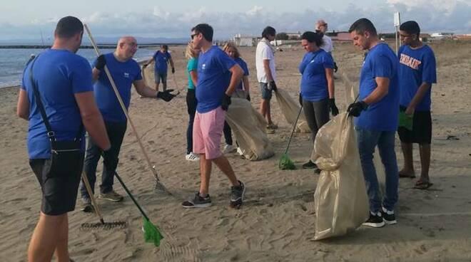 pulizia spiagge icarus focene