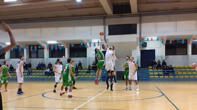 Basket Serapo 85' sprecona, Ciampino porta a casa la vittoria