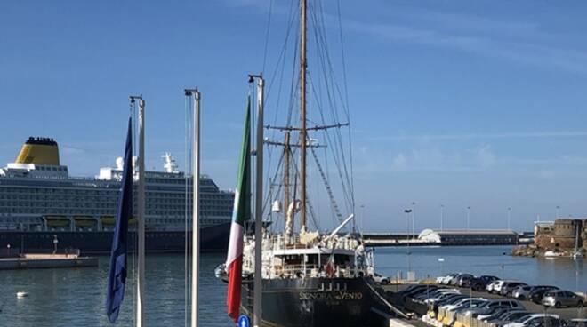 """Da Gaeta a Civitavecchia: """"La Signora del vento"""" accolta in porto"""