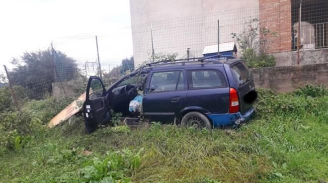 """Degrado nelle frazioni, Minturno libera: """"A Santa Maria Infante auto abbandonata da oltre un anno"""" - IlFaroOnline.it"""