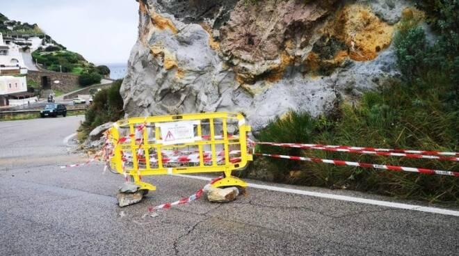 Frana a Ponza: a crollare è un costone sulla Panoramica