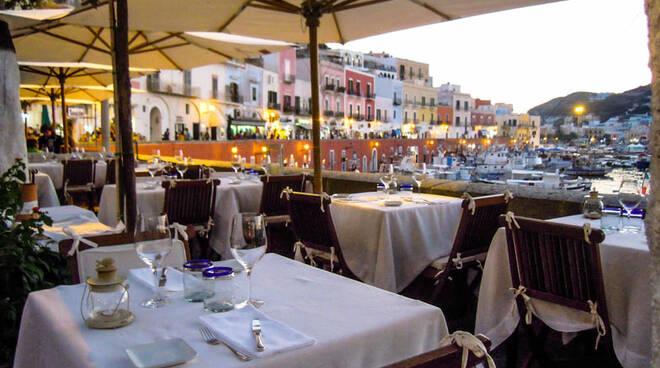 """Guida Michelin 2020: c'è anche un locale di Ponza tra i ristoranti """"stellati"""" d'Italia"""