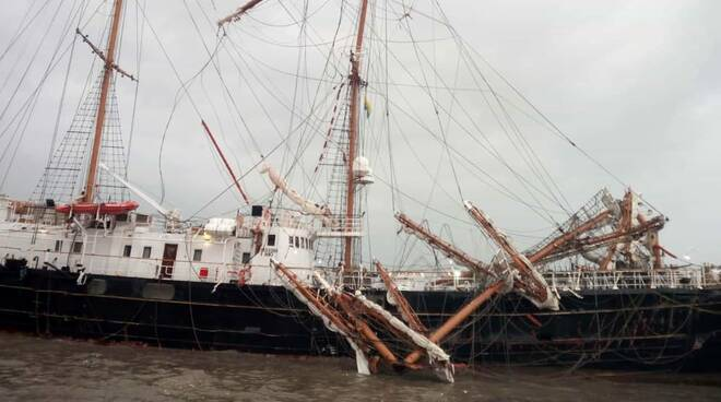 """Maltempo, a Gaeta """"La Signora del vento"""" danneggiata dalla forte mareggiata"""