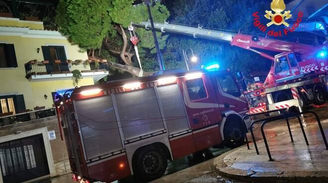 Maltempo a Minturno e Terracina: tra alberi caduti, allagamenti e disagi