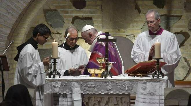 messa papa francesco caracombe di roma