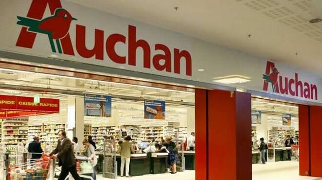 Carrefour compra in Lombardia 28 supermercati Auchan da Conad