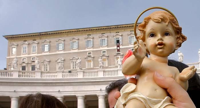 benedizione bambinelli natale papa francesco vaticano avvento