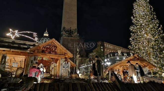 Vaticano, inaugurato il presepe e l'albero di Natale di piazza San