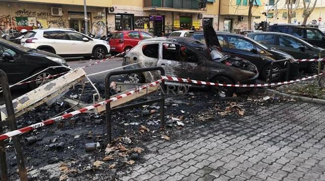 cassonetti in fiamme roma