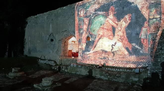 """""""Notte di Mitra"""", a Formia successo di pubblico per l'appuntamento all'area archeologica Caposele"""