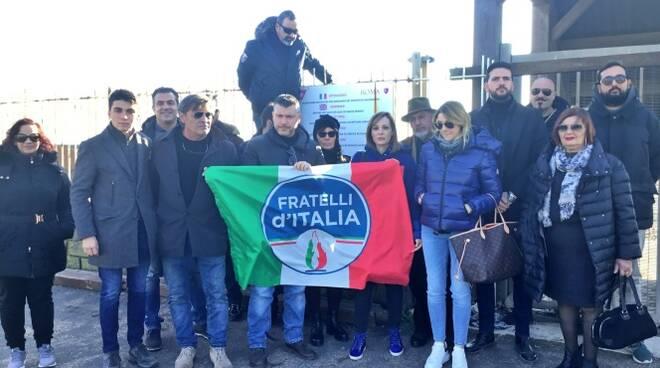 protesta fratelli d'italia ex stabilimento arca ostia