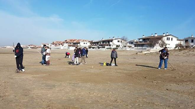 pulizia spiaggia tor san lorenzo
