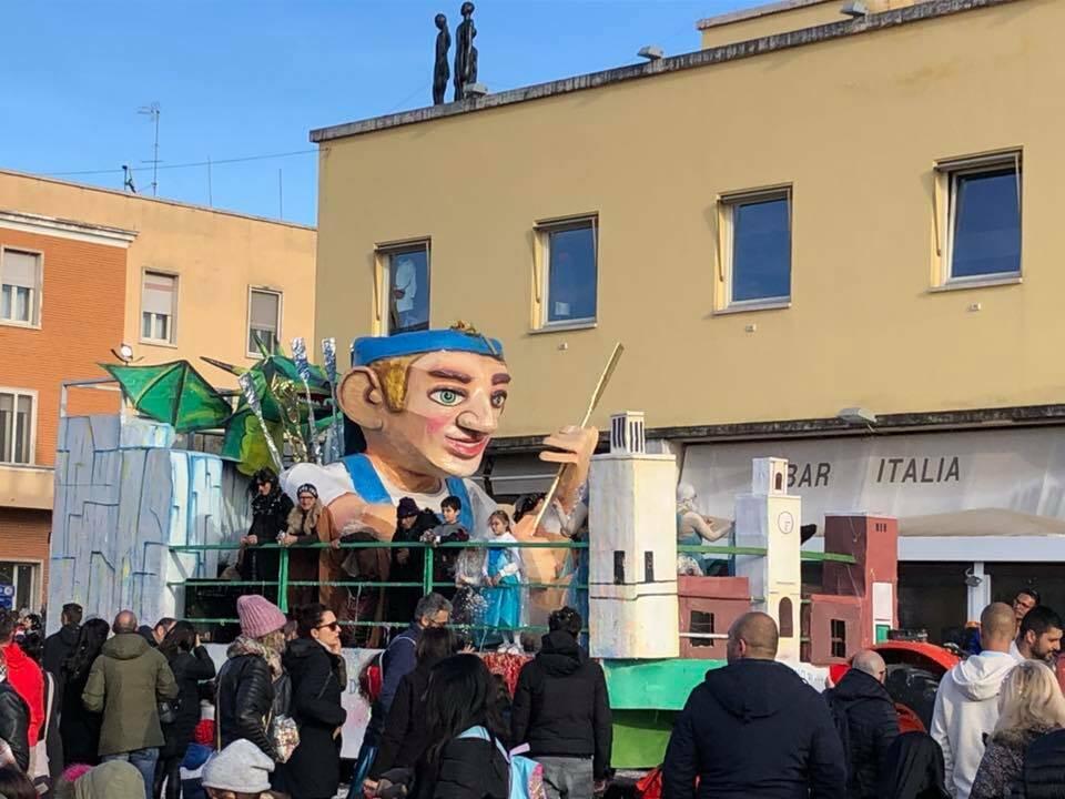 Carnevale a Sabaudia, successo per la tradizionale sfilata dei carri