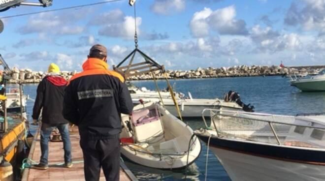 Fa manutenzione alla propria barca inquinando il mare di Formia, sanzionato