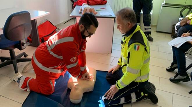 Manovre di soccorso, a San Felice Circeo la Protezione civile a lezione dalla Croce Rossa