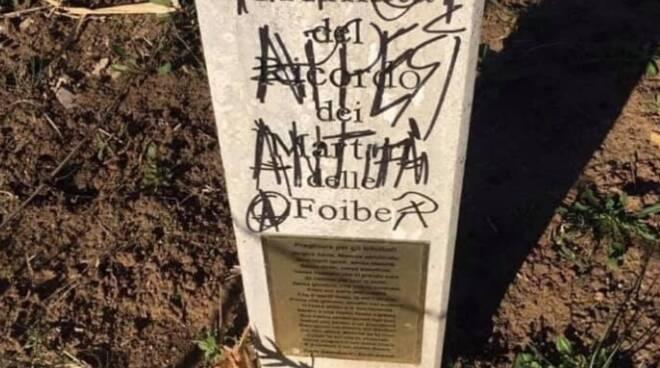 stele in ricordo dei martiri delle foibe