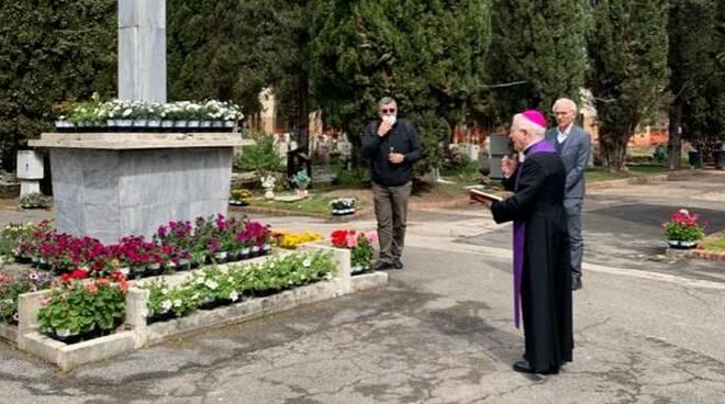 crociata preghiera cimitero