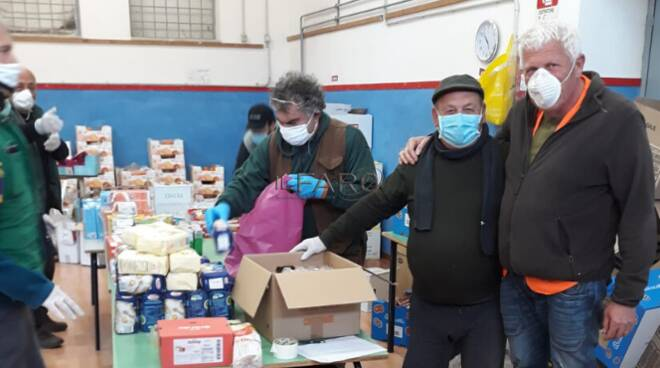 distribuzione pacchi alimentari Ardea