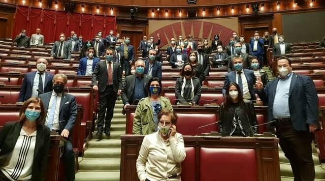 protesta lega parlamento