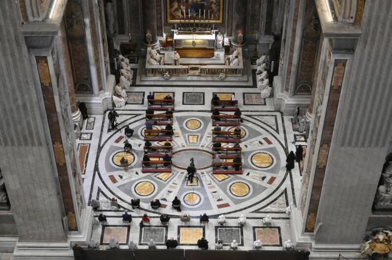 messa papa francesco sulla tomba di san giovanni paolo ii a cento anni dalla nascita di karol wojtyla
