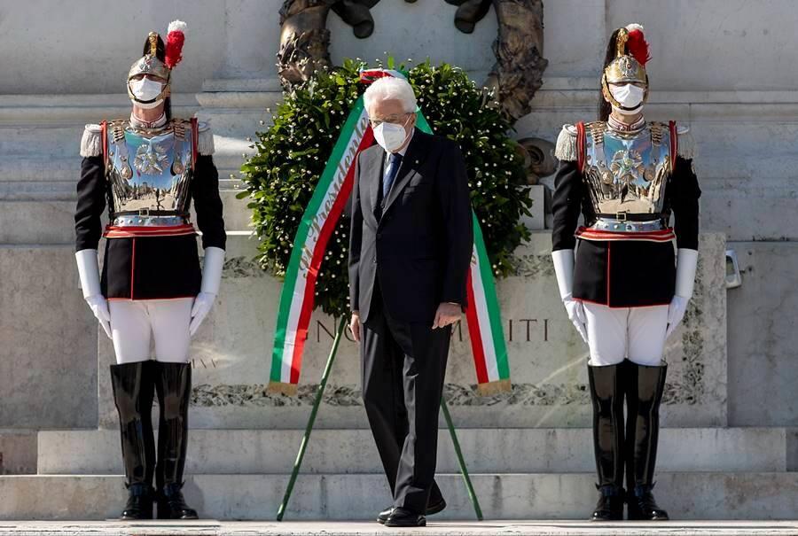 2 giugno festa della repubblica frecce tricolori cerimonia altare della patria