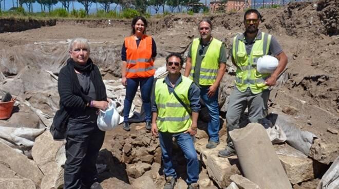 A Minturno svelato un tratto di basolato dell'Appia antica, al via gli scavi sulla Regina Viarum