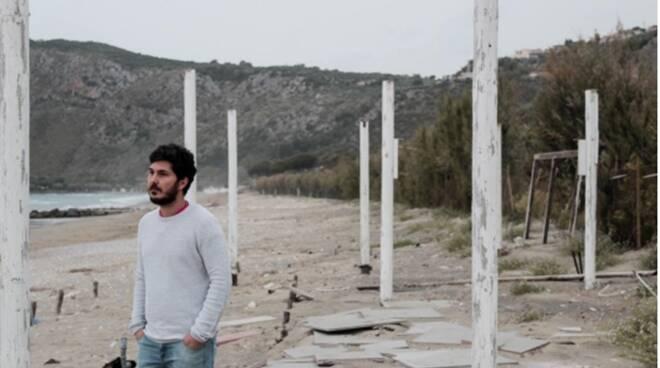 """Dolore e speranza: ecco """"Mare"""", la canzone di Alfiero dedicata ai migranti"""