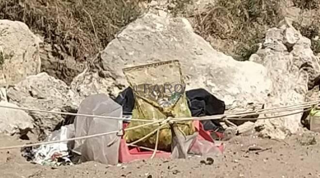 rifiuti spiaggia grotte di nerone