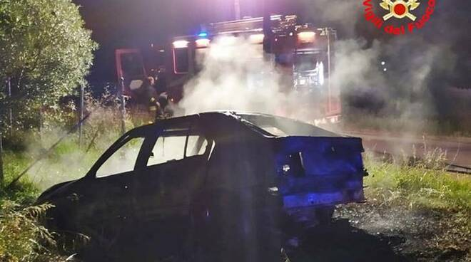 auto in fiamme terracina