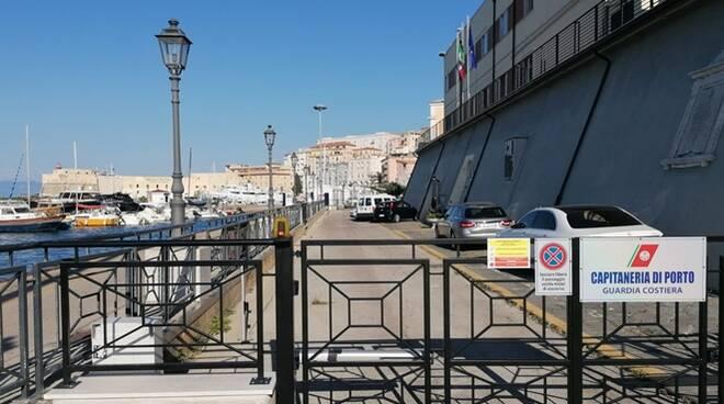 Gaeta, il Partito comunista denuncia la chiusura del tratto pedonale davanti la sede della Capitaneria