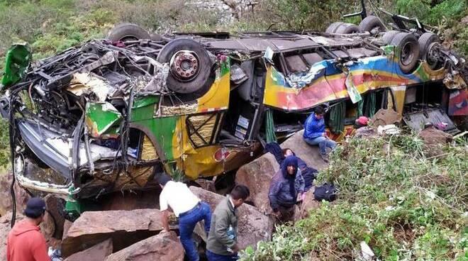 perù minibus incidente