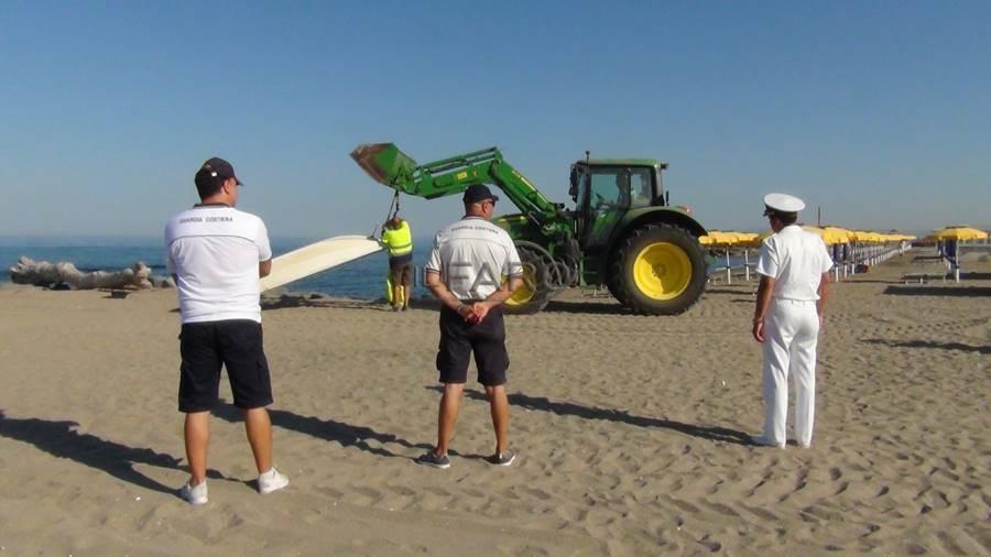 rimozione relitti barche spiaggia focene