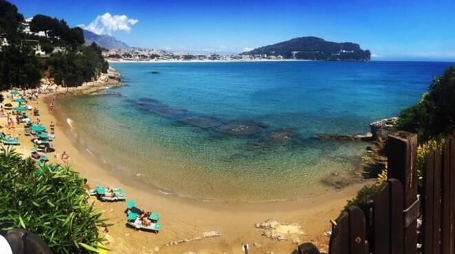 Tragedia a Gaeta, turista americana muore in spiaggia