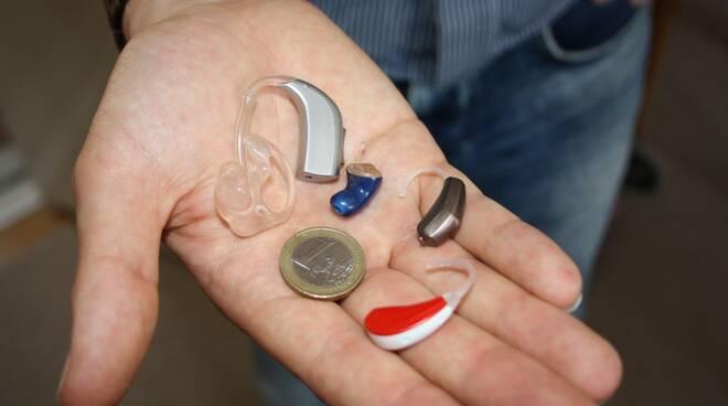apparecchi auricolari acustici