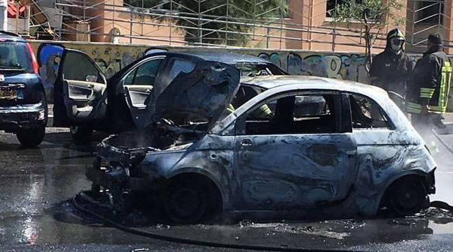 auto in fiamme Passoscuro