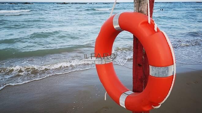 bagnino salvataggio mare sicurezza mare
