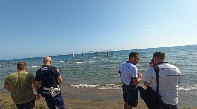 Fondi, la Capitaneria sanziona  kitesurf e gestori delle spiagge libere