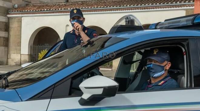 Rapinano un 84enne alla stazione di Latina: arrestate due donne