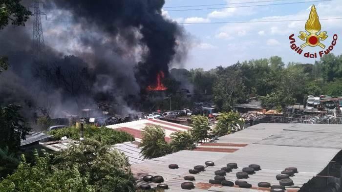 incendio autodemolitore roma