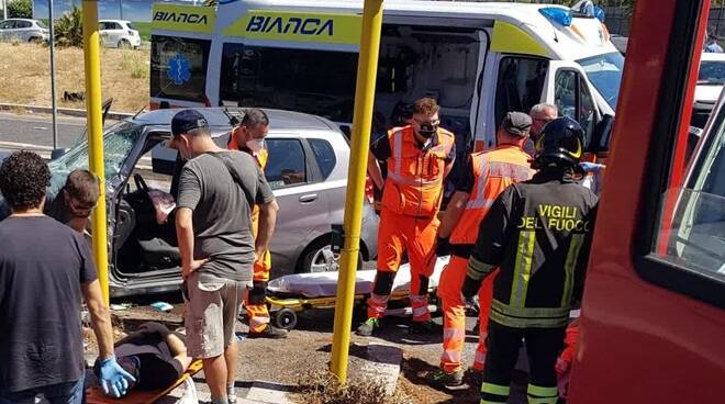 incidente ambulanza via casilina roma