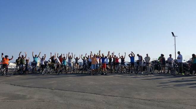 manifestazione bici lungomare ostia
