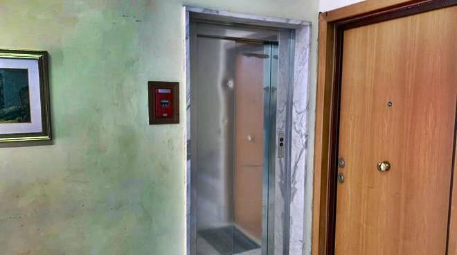 ascensore rotto via forni nuova ostia