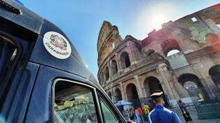 carabinieri roma colosseo