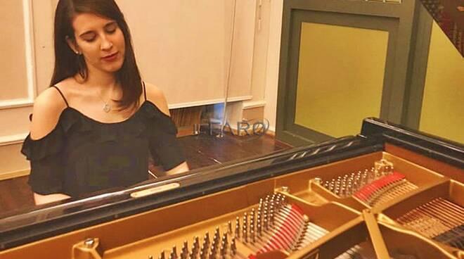 "L\'esibizione d Federica Trani al \""Fondi Music Festival\"""