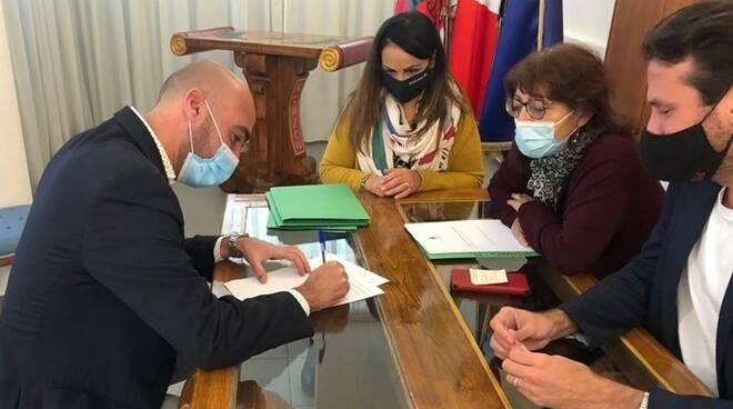 firma contratto vigili urbani fiumicino